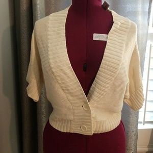 NWT Ladies cropped Low v style Cardigan Sweater